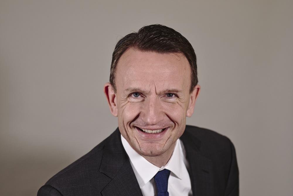 <b>Dr. Carsten B. Henkel</b>